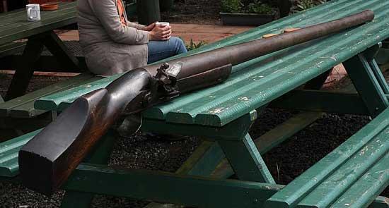 Самый большой дробовик в мире - Punt gun