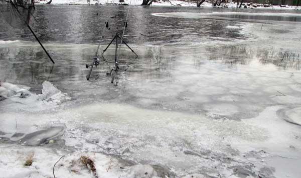 Ловля карася зимой видео
