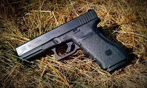 Видео: Стрельба из сумасшедшего Glock 10 мм